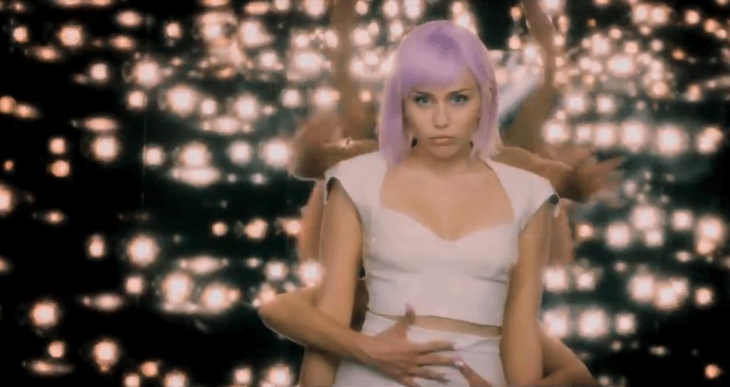 Miley Cyrus sorprende en trailer de la nueva temporada de Black Mirror (video)