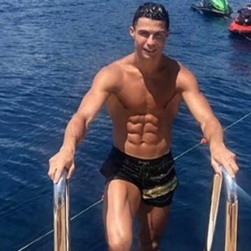 Cristiano Ronaldo deja medio millón de pesos de propina en hotel