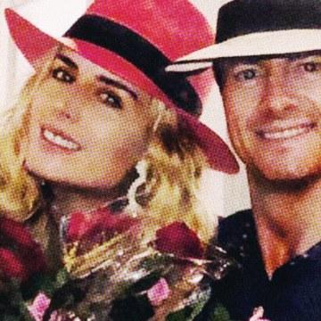 Peña Nieto compró todas las flores que traía una mujer para regalarlas a Tania Ruiz:¡Hola!