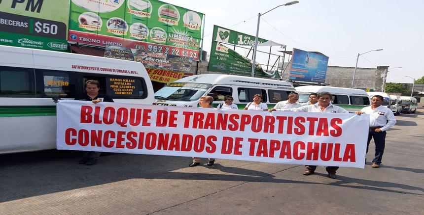 Conductores del transporte organizado en Tapachula se manifiestan por el pirataje