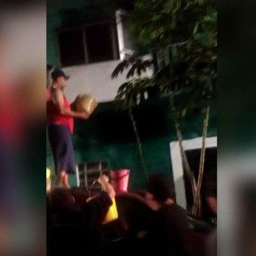 Papá apuñala e intentó calcinar a sus hijos (VIDEO)