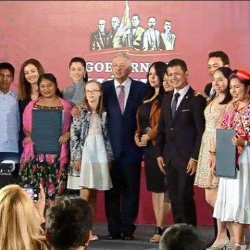 Presentan a ganadores del Premio Nacional de la Juventud