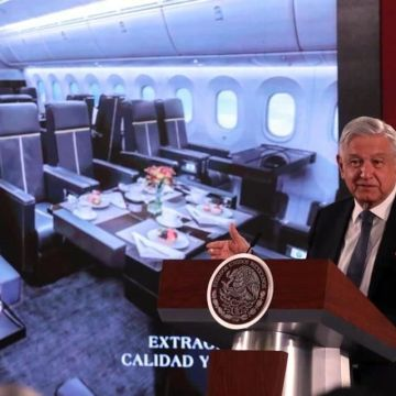 Haremos una «mañanera» en el avión presidencial AMLO