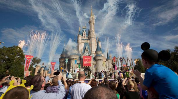 Adiós cabalgatas y abrazos a Mickey: así será volver a entrar en Disney