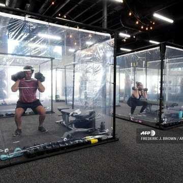 Este gimnasio instaló cápsulas para hacer ejercicio en la nueva normalidad
