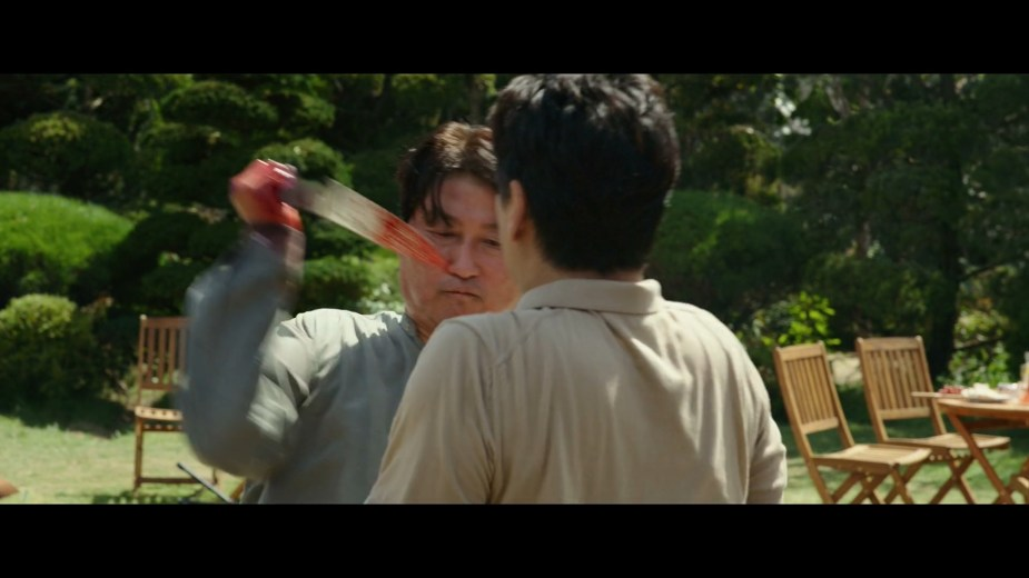82. 박 사장을 공격하는 기택.jpg