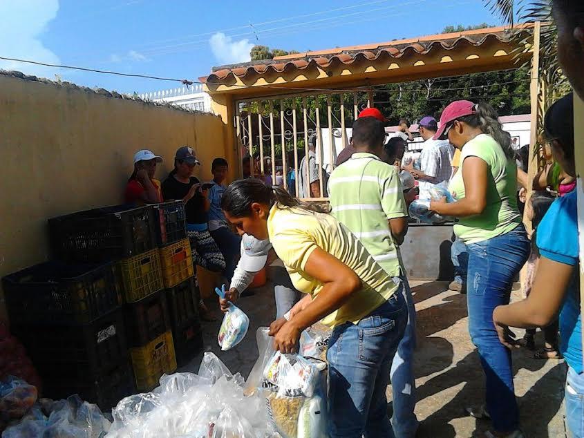 muchas-familias-se-beneficiaron-con-bolsas-de-comida