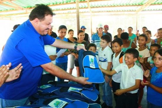 El alcalde Pedro Loreto continúa impulsando los programas sociales para que los niños puedan recibir una mejor educación