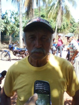 Raúl Salmerón Castillo (franela amarilla) hizo el llamado a los cuerpos de seguridad para que investiguen la desaparición de su hijo y lo devuelvan vivo o muerto
