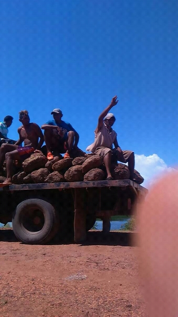 Desde el día domingo 27 de agosto los moradores se unieron para tapar el enorme hueco