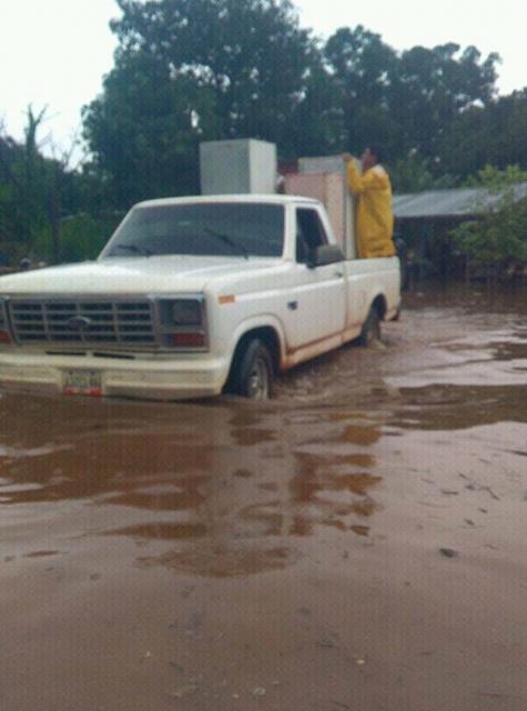 Vecinos de Parmana tuvieron que abandonar sus hogares ante la crecida de las aguas