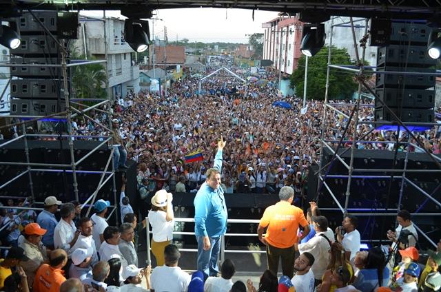 Con broche de oro cerró Loreto su campaña en la capital del municipio Infante