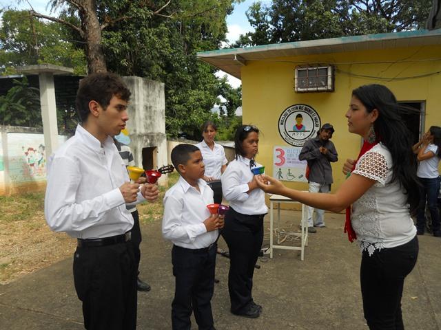 Humberto Donaruma, Erik Mata y Valeria Ramírez, bajo la dirección de la profesora Yexti Romero hicieron gala de sus cualidades musicales