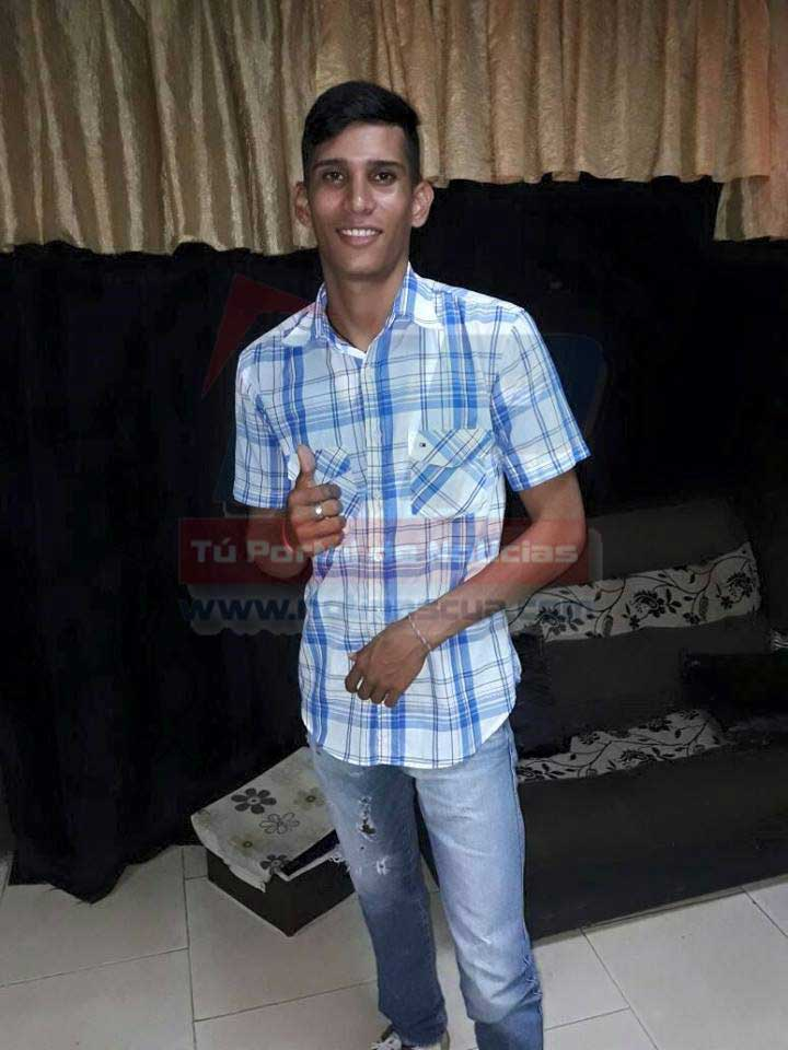 Luis José Berrueta de 21 años. Murió en accidente de moto.