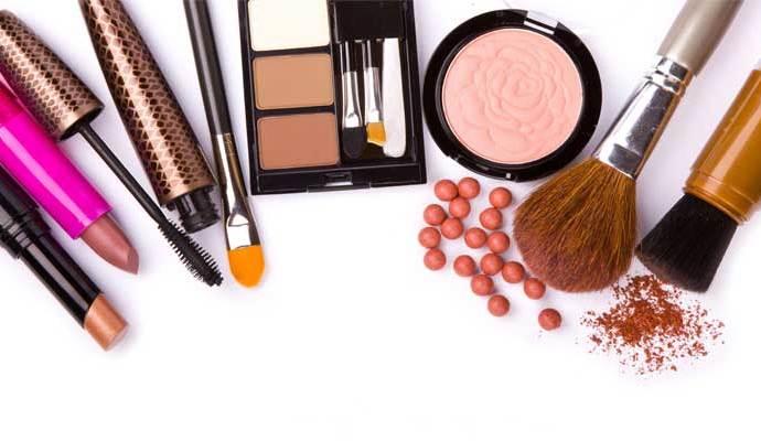 utiliza tonos tierra para el maquillaje de el día
