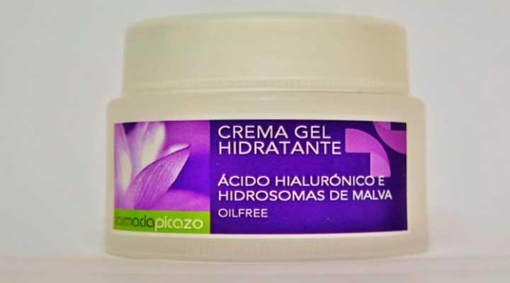 Limpia tu rostro  y aplica una  crema hidratante
