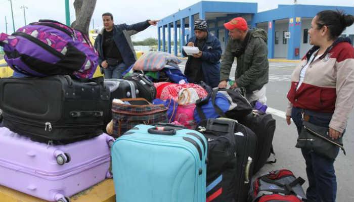 Al gobierno ecuatoriano le resulta alarmante como se aglomeran en el puente internacional de Rumichaca