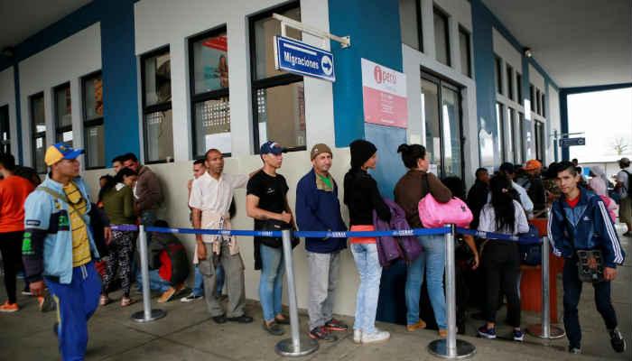 El flujo de migrantes en la frontera con Ecuador se redujo de 3.000 a 1.300