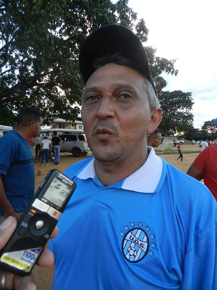 Julio Brizuela el homenajeado en el torneo clausura de veteranos.