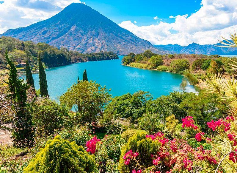 El místico Lago Atitlán.