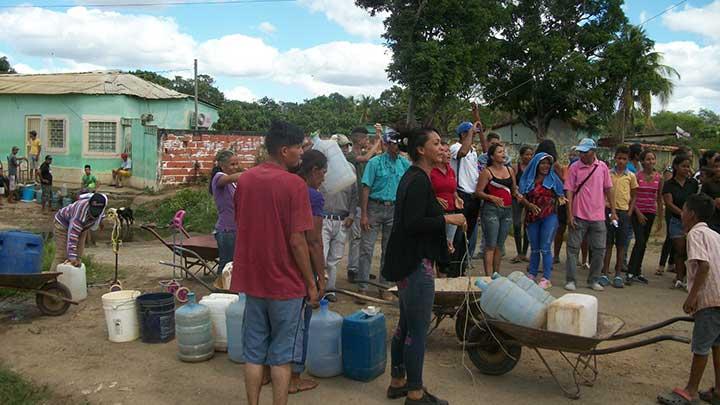 Queremos que venga el agua y que se valla la Alcaldesa, dieron a coro los vecinos (2)