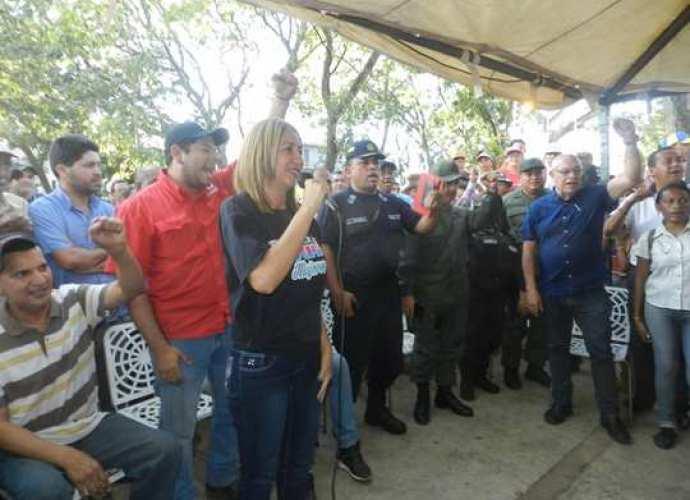 La alcaldesa Nidia Loreto al momento de brindar las declaraciones.