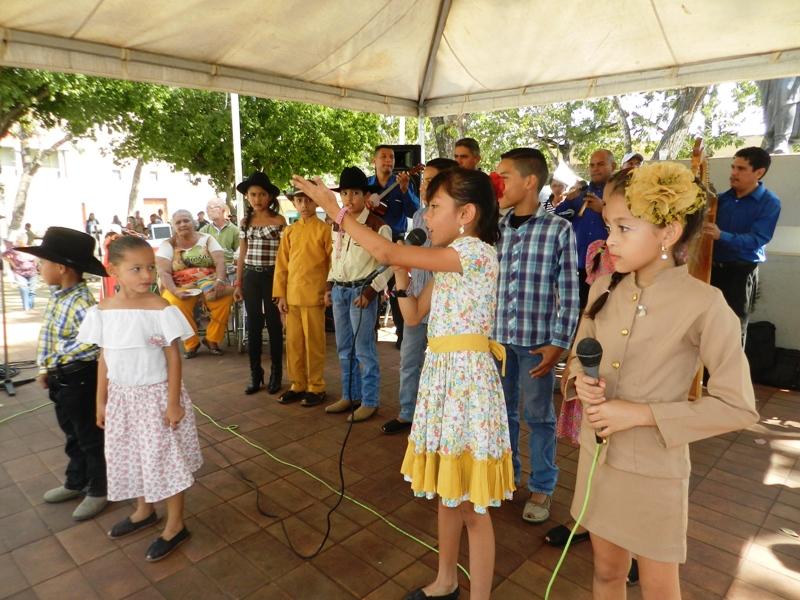 s Panojeritos cantaron homenaje a los coleadores de la Copa Feveco (2)