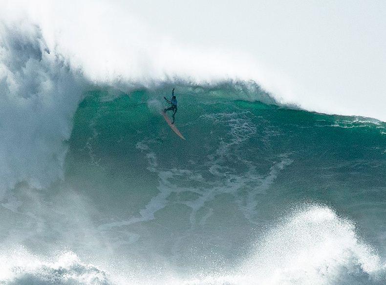 Surfear en Nazaré
