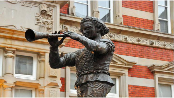 La fabulosa estatua del flautista de Hamelín