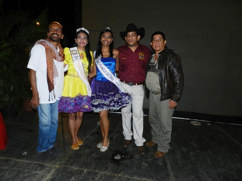 Premiaci_n a Genny Carolina Camacho de Anzo_tegui y Virginia Mar_a S_ez de Aragua, como reina y virreina respectivamente del festival Panoja de Oro 2019.jpg