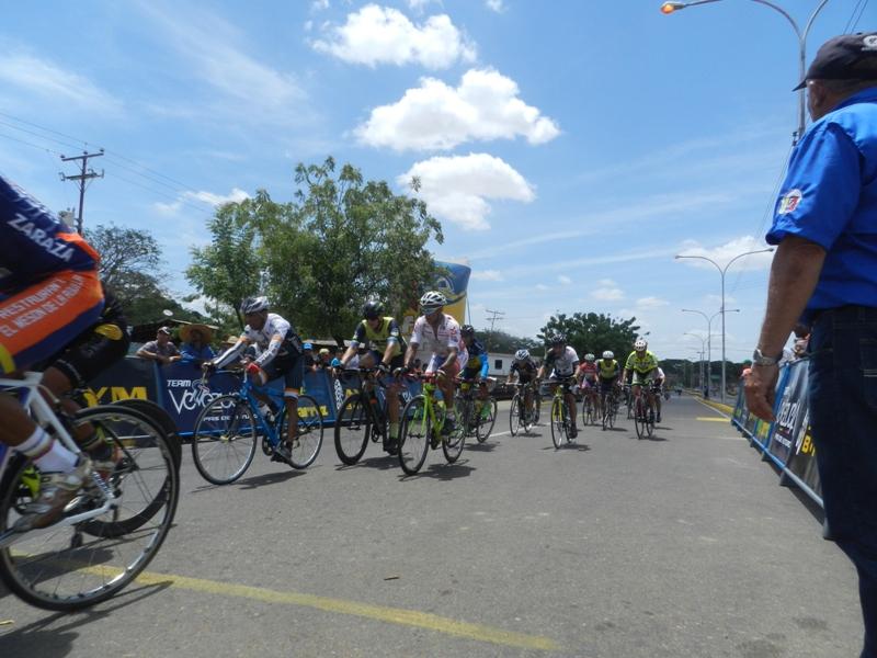 Casi el centenar de pedalistas compitieron en Chaguaramas avalados por Feveciclismo