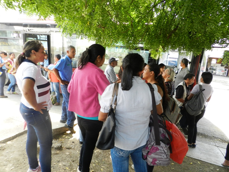 Pacientes renales protestan en Bus Guarico de Valle de la Pascua (13)