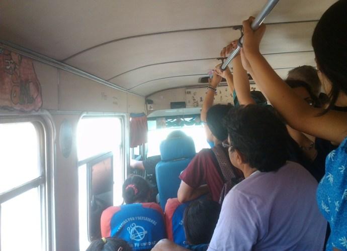 Todo el mundo apretado en las unidades de transporte.jpg