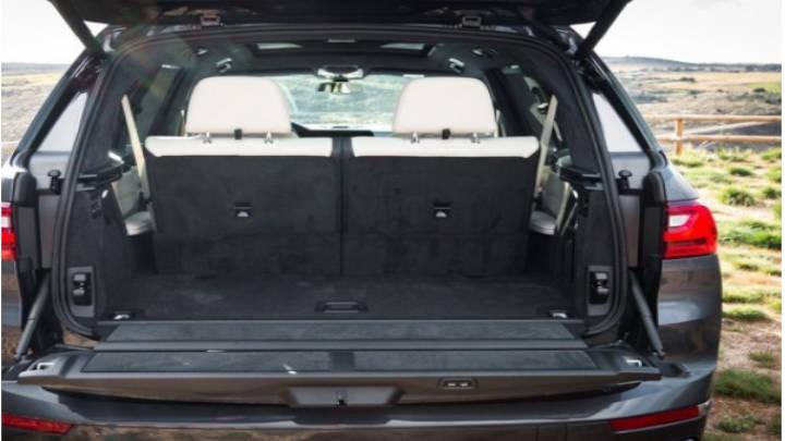 Gran capacidad de carga que lo hace un carro familiar de fuerza y lujo