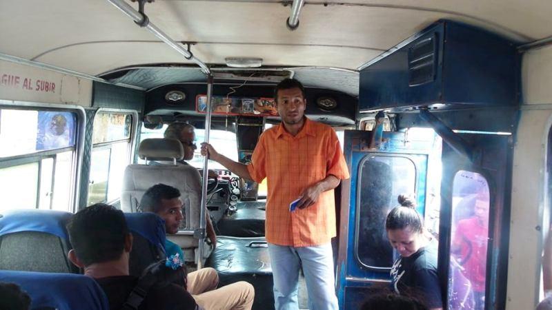 Funcionarios del Iapatmi conversaron con los usuarios y conductores.