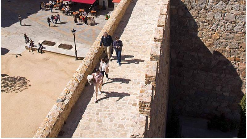 Caminatas por las calles empedradas del Ávila, observar sus iglesias
