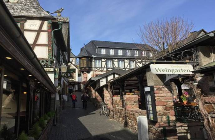 La calle Drosselgasse, el sitio ideal para compartir una copa de vino