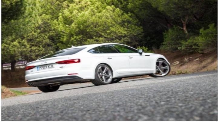 El Audi A5 conquista por su elegante diseño y su gran funcionalidad.