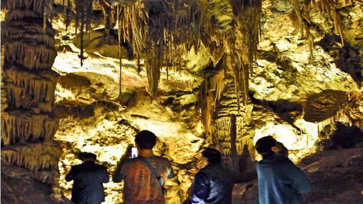 Las Grutas de Cristal en la ruta de Molinos hasta Catellote