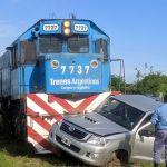Un tren colisionó contra una camioneta