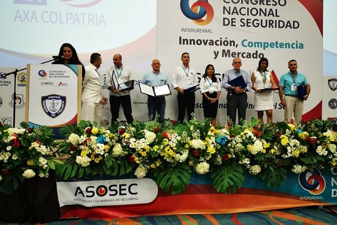 La empresa Seguridad Rincón  y Rodríguez Ltda recibe reconocimientos