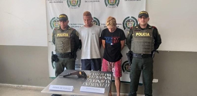 La Policía capturó a dos personas portando dosis de marihuana y un arma de fuego