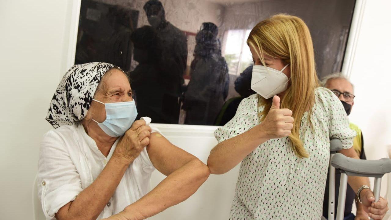 Gobernadora acompañó jornada de vacunación en Santa Lucía y Palmar de Valera