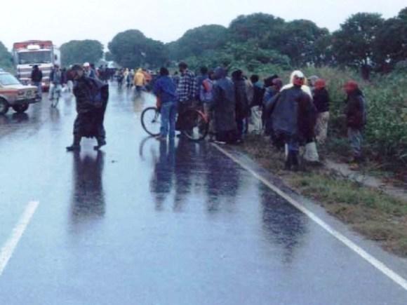 Manifestantes en la ruta