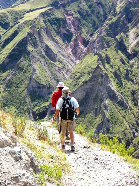 Caminando hacia San Juan (Iruya)