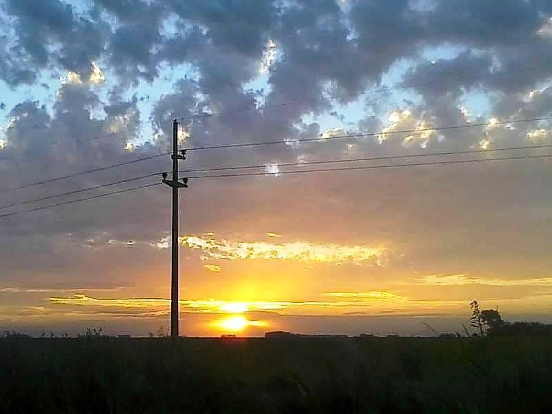 Atardecer en el campo, San Eduardo. (Foto: Martita Mazzieri)