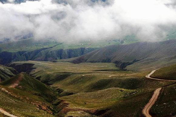 Bajada hacia Iruya, desde Abra del Cóndor