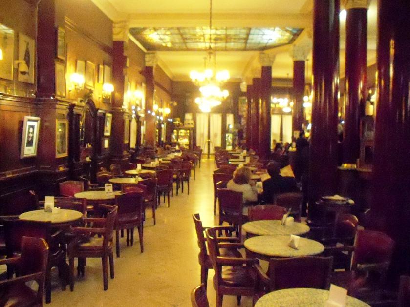 Vista del salón principal del Café Tortoni