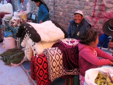 Pellones y pequeñas alfombras, hechas a mano en Iruya. (Foto: Pablo Harvey).