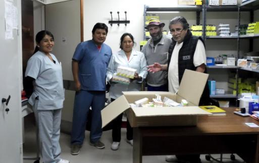 Personal del hospital, junto a Pablo Harvey (anteúltimo a la derecha) y Dr. Wilson Retamoso, gerente.